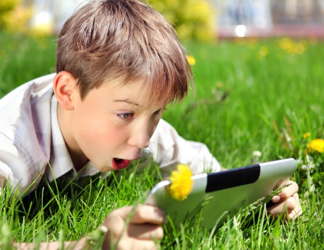 Surprised Boy with Tablet - Copyright © Sabphoto - Fotolia.com]