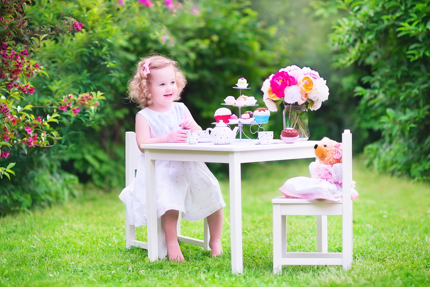 Young girl having a tea party with her teddy bear [Image © famveldman - Fotolia.com]
